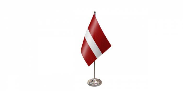 სამაგიდე დროშა ლატვია, 15X22.5სმ.